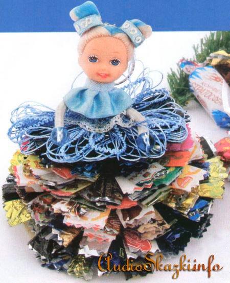 Куколка из фантиков