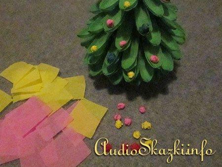 елка из креповой бумаги